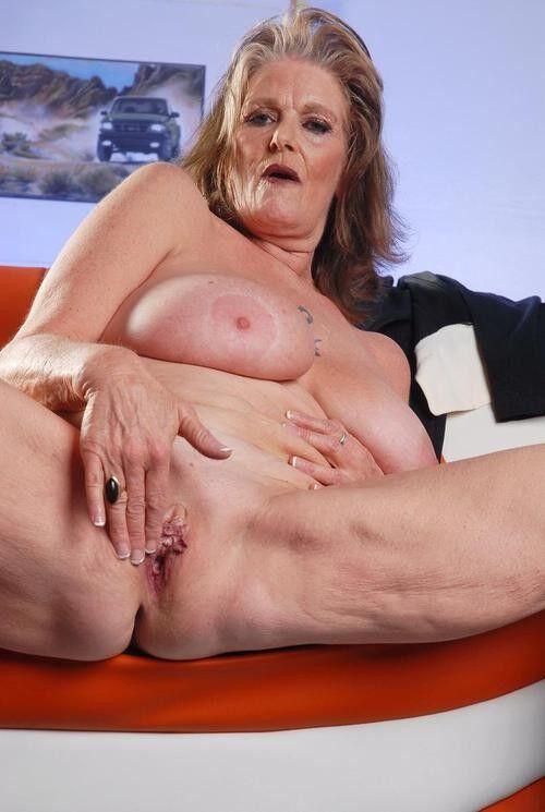 nicki minaj big tits naked
